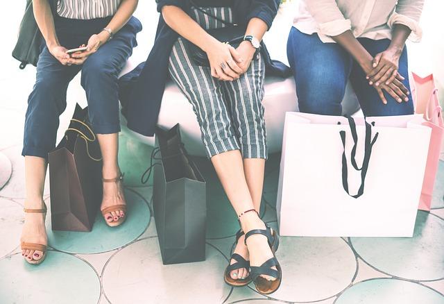 odpočinek žen po nákupu.jpg
