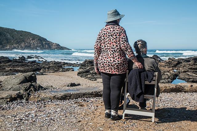 ženy na pobřeží