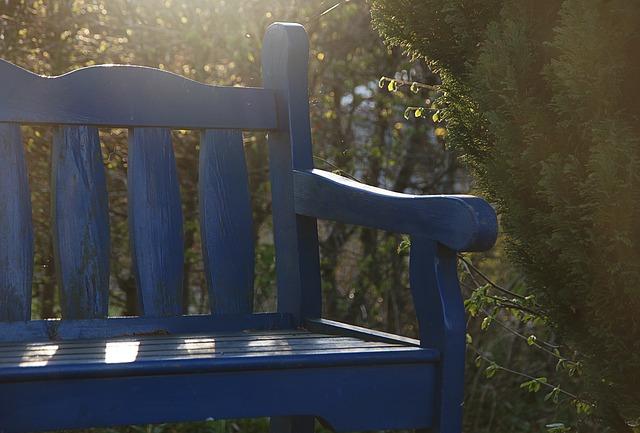 modrá lavička
