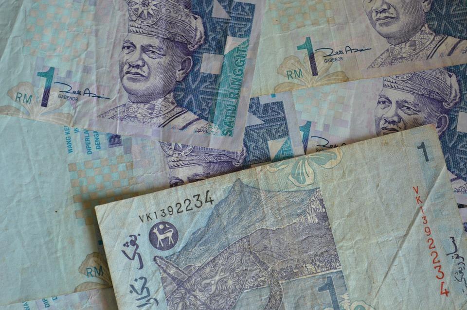 pomačkané bankovky