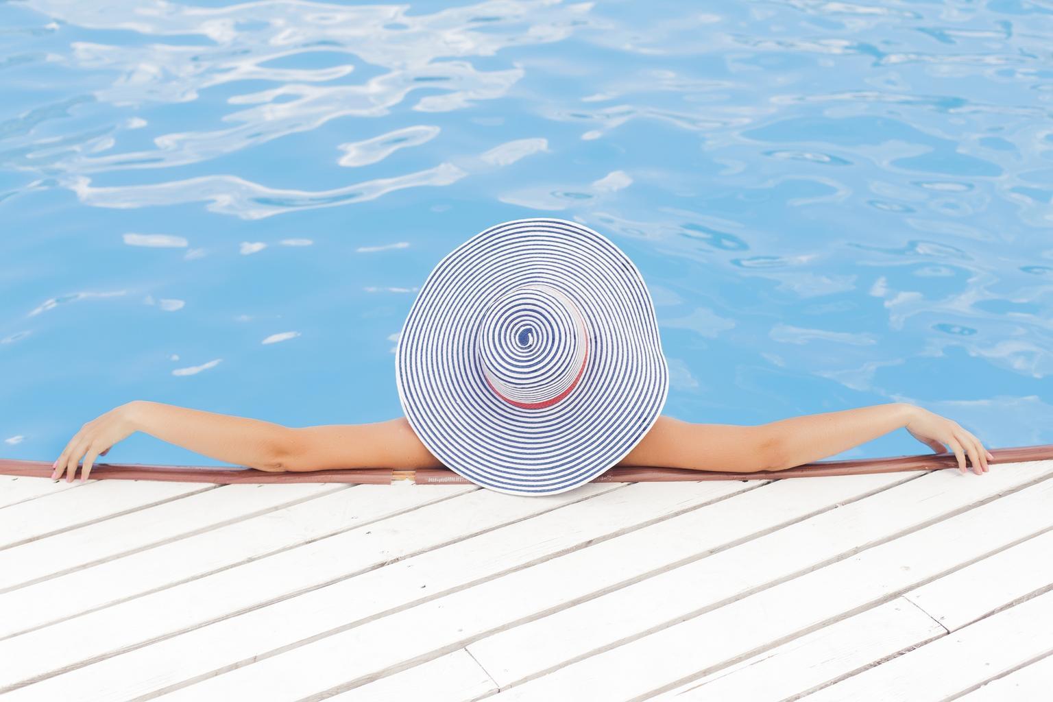 užívaní u bazénu